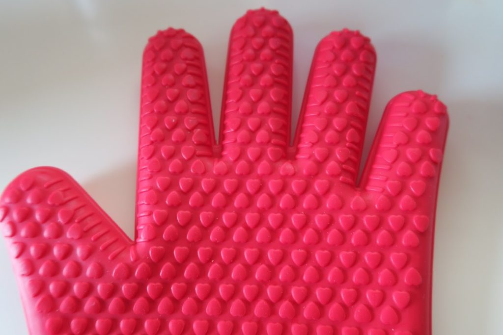 Silicon gloves covered in tiny bumps