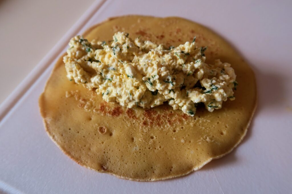Crepe with filling centred in the middle